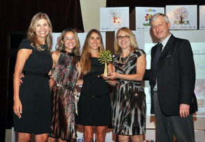 The Health in Action team with the Ozires Silva prize.